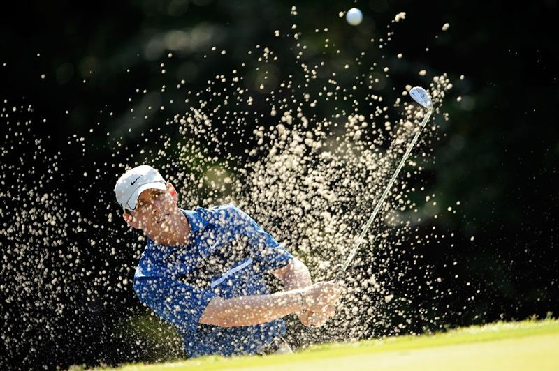 PONTE VEDRA BEACH, FL - MAY 07:  Justin Leonard plays a bunker shot during the first round of THE PLAYERS Championship on THE PLAYERS Stadium Course at TPC Sawgrass on May 7, 2009 in Ponte Vedra Beach, Florida.  (Photo by Sam Greenwood/Getty Images)
