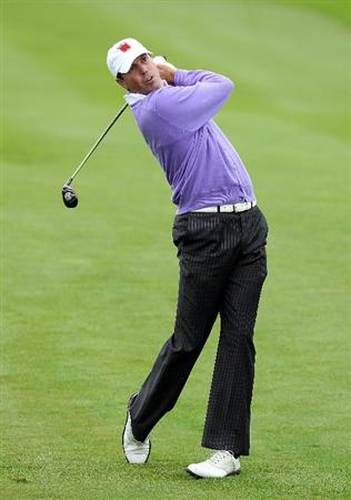 NEWPORT, WALES - OCTOBER 02:  Matt Kuchar of the USA hits an approach shot during the rescheduled Afternoon Foursome Matches during the 2010 Ryder Cup at the Celtic Manor Resort on October 2, 2010 in Newport, Wales.  (Photo by Andy Lyons/Getty Images)