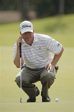 AVONDALE, LA - APRIL 26: Dudley Hart lines up his putt on the 10th green during the final round of the Zurich Classic at TPC Louisiana on April 26, 2009  in Avondale, Louisiana. (Photo by Dave Martin/Getty Images)