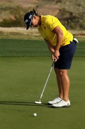 PHOENIX, AZ - MARCH 18:  Angela Stanford putts on the 17th hole during the first round of the RR Donnelley LPGA Founders Cup at Wildfire Golf Club on March 18, 2011 in Phoenix, Arizona.  (Photo by Stephen Dunn/Getty Images)