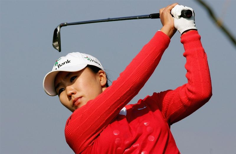 INCHEON, SOUTH KOREA - NOVEMBER 01:  In-Kyung Kim of South Korea hits her tee shot on the 8th hole during round two of the Hana Bank KOLON Championship at Sky72 Golf Club on November 1, 2008 in Incheon, South Korea.  (Photo by Chung Sung-Jun/Getty Images)