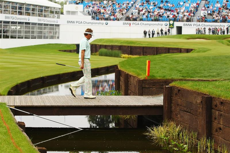 VIRGINIA WATER, ENGLAND - MAY 20:  Ian Poulter of England walks across the new bridge on the 18th hole during the first round of the BMW PGA Championship on the West Course at Wentworth on May 20, 2010 in Virginia Water, England.  (Photo by Richard Heathcote/Getty Images)
