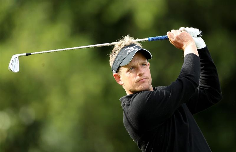 VIRGINIA WATER, ENGLAND - MAY 28:  Luke Donald of England hits his 3rd shot on the 18th hole during the third round of the BMW PGA Championship at the Wentworth Club on May 28, 2011 in Virginia Water, England.  (Photo by Warren Little/Getty Images)