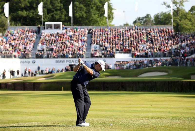 VIRGINIA WATER, ENGLAND - MAY 29:  Lee Westwood of England hits his approach shot to the 18th green during the final round of the BMW PGA Championship  at the Wentworth Club on May 29, 2011 in Virginia Water, England.  (Photo by Richard Heathcote/Getty Images)