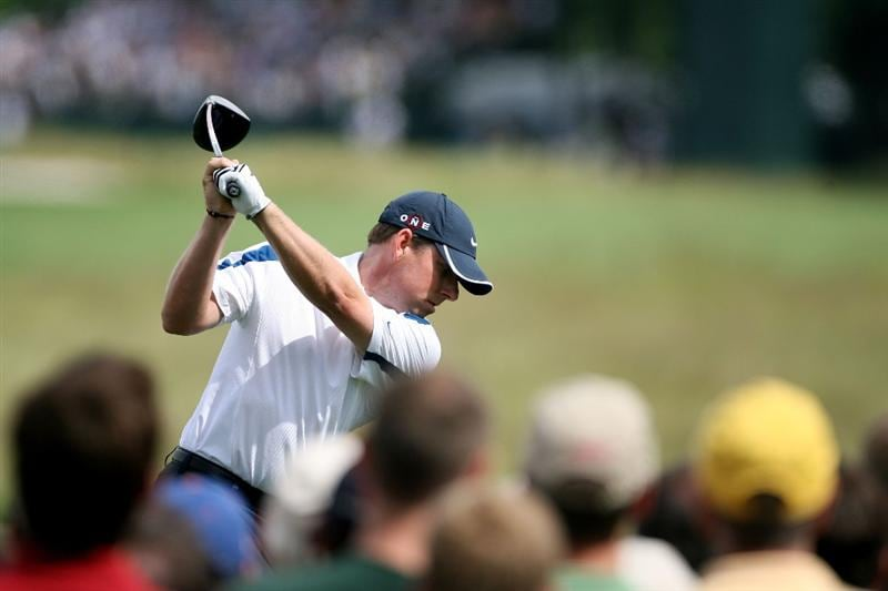FARMINGDALE, NY - JUNE 20:  Justin Leonard hits his tee shot on the tenth hole during the continuation of the second round of the 109th U.S. Open on the Black Course at Bethpage State Park on June 20, 2009 in Farmingdale, New York.  (Photo by Andy Lyons/Getty Images)