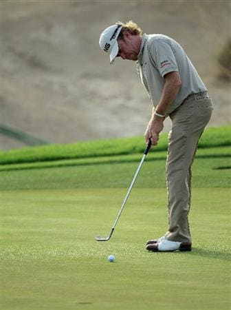 BAHRAIN, BAHRAIN - JANUARY 28:  Miguel Angel Jimenez of Spain putting with his wedge for birdie on the 15th hole after he had broken his putter on a previous hole during the second round of the 2011 Volvo Champions held at the Royal Golf Club on January 28, 2011 in Bahrain, Bahrain.  (Photo by David Cannon/Getty Images)