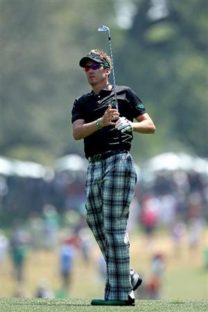 AUGUSTA, GA - APRIL 10:  Ian Poulter of England  watches a shot to the first green during the final round of the 2011 Masters Tournament at Augusta National Golf Club on April 10, 2011 in Augusta, Georgia.  (Photo by Andrew Redington/Getty Images)