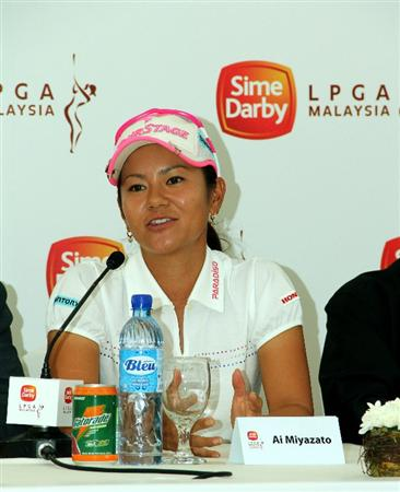 KUALA LUMPUR, MALAYSIA - OCTOBER 20 :  Al Miyazato of Japan speaks to the press during the Sime Darby LPGA press conference on October 20, 2010 held at the Sime Darby Convention Centre in Kuala Lumpur, Malaysia.  (Photo by Stanley Chou/Getty Images)
