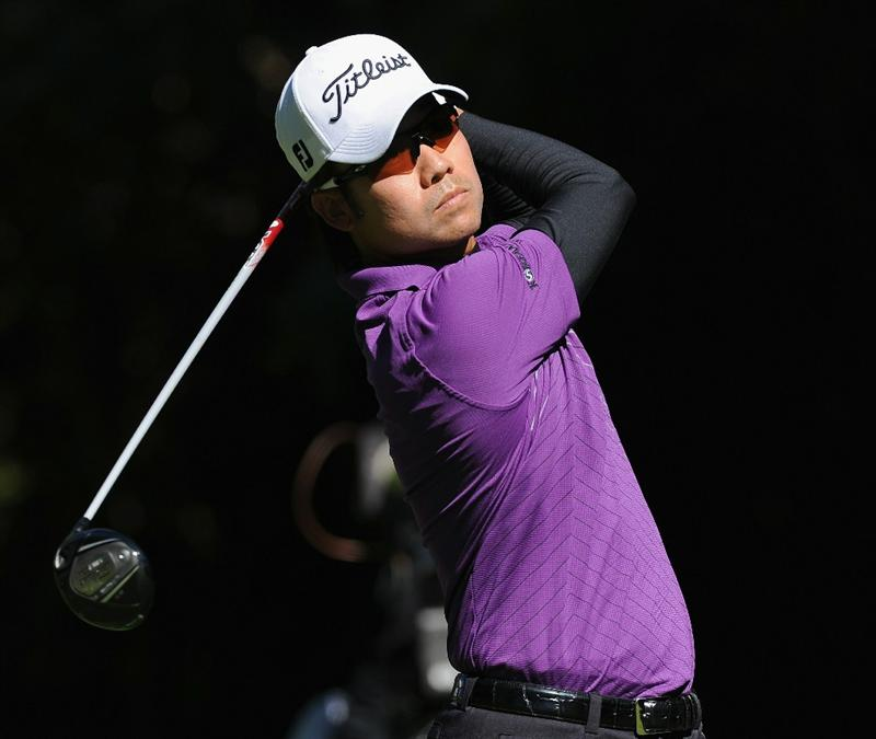 PACIFIC PALISADES, CA - FEBRUARY 20:  Kevin Na plays his tee shot on the 12th hole during the final round of the Northern Trust Open at Riviera Country Club on February 20, 2011 in Pacific Palisades, California.  (Photo by Stuart Franklin/Getty Images)