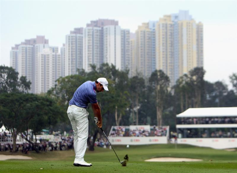HONG KONG, CHINA - NOVEMBER 22:  Oliver Wilson of England plays his approach shot on the 18th hole during the third round of the UBS Hong Kong Open at the Hong Kong Golf Club on November 22, 2008 in Fanling, Hong Kong.  (Photo by Stuart Franklin/Getty Images)