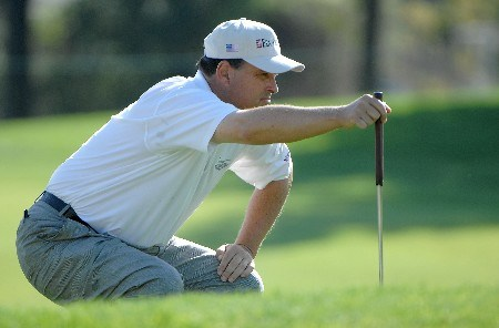 SONOMA, CA - OCTOBER 25:  Loren Roberts lines up a par putt on the 6th green during the first round of the Charles Schwab Cup Championship on October 25, 2007 at the Sonoma Golf Club in Sonoma, California  (Photo by Marc Feldman/Getty Images)