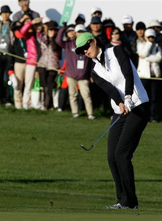 INCHEON, SOUTH KOREA - OCTOBER 29:  Michelle Wie of United States hits a putt on the 18th hole during the 2010 LPGA Hana Bank Championship at Sky 72 golf club on October 29, 2010 in Incheon, South Korea.  (Photo by Chung Sung-Jun/Getty Images)