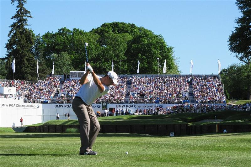 VIRGINIA WATER, ENGLAND - MAY 23:  Simon Khan of England plays his approach shot to the 18th green during the final round of the BMW PGA Championship on the West Course at Wentworth on May 23, 2010 in Virginia Water, England.  (Photo by Warren Little/Getty Images)