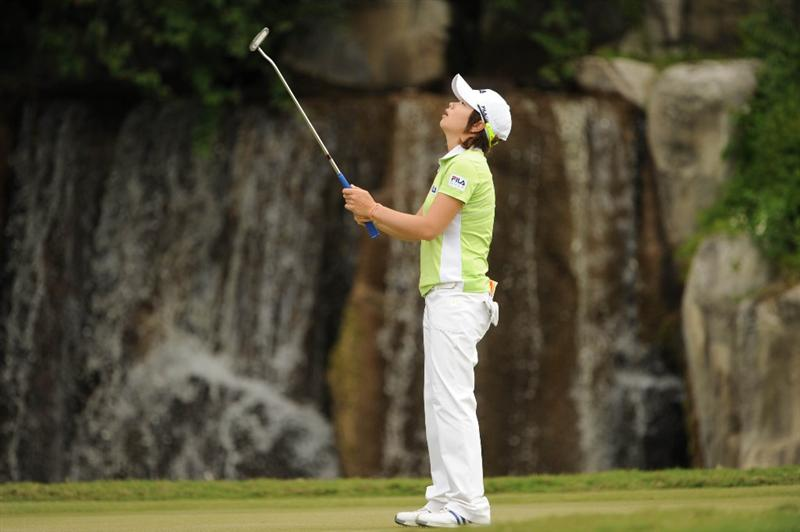 WEST PALM BEACH, FL - NOVEMBER 23:  Eun-Hee Ji of South Korea misses her putt on number 3 during the final round of the ADT Championship at the Trump International Golf Club on November 23, 2008 in West Palm Beach, Florida.  (Photo by Montana Pritchard/Getty Images)
