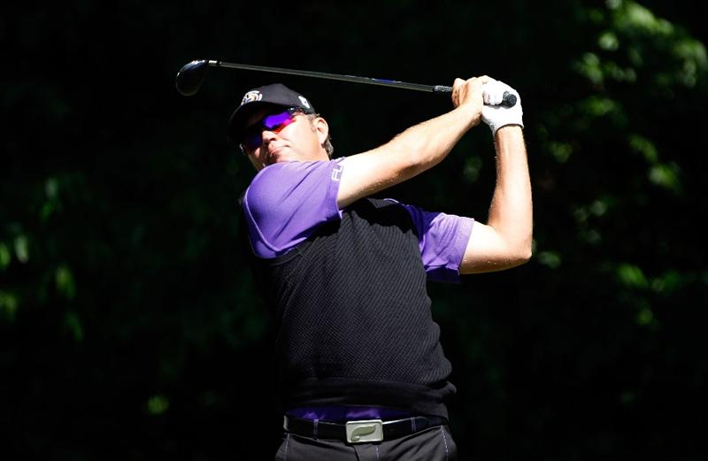 CHARLOTTE, NC - APRIL 29:  Bo Van Pelt hits his tee shot on the fifth hole during the first round of the 2010 Quail Hollow Championship at the Quail Hollow Club on April 29, 2010 in Charlotte, North Carolina.  (Photo by Scott Halleran/Getty Images)