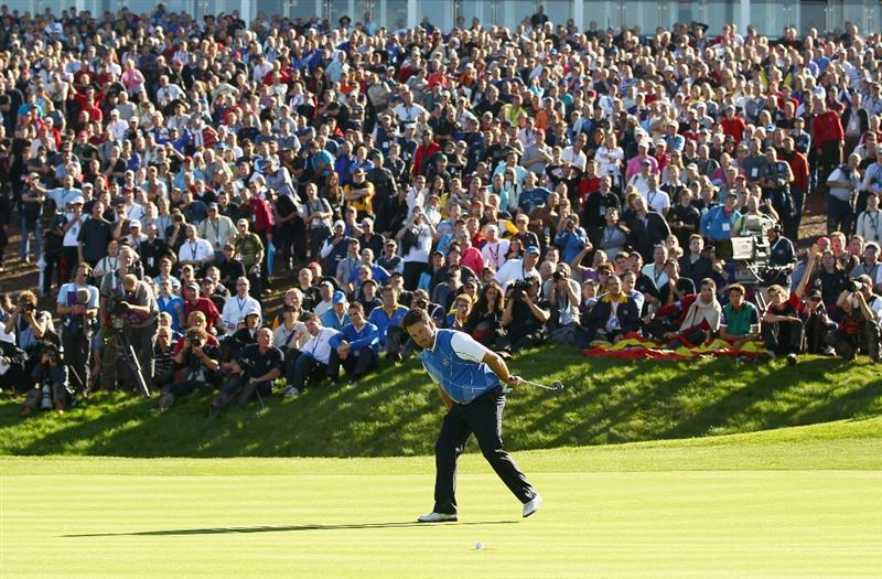 NEWPORT, WALES - OCTOBER 04:  Graeme McDowell of Europe watches his putt on the 16th green in the singles matches during the 2010 Ryder Cup at the Celtic Manor Resort on October 4, 2010 in Newport, Wales.  (Photo by Richard Heathcote/Getty Images)