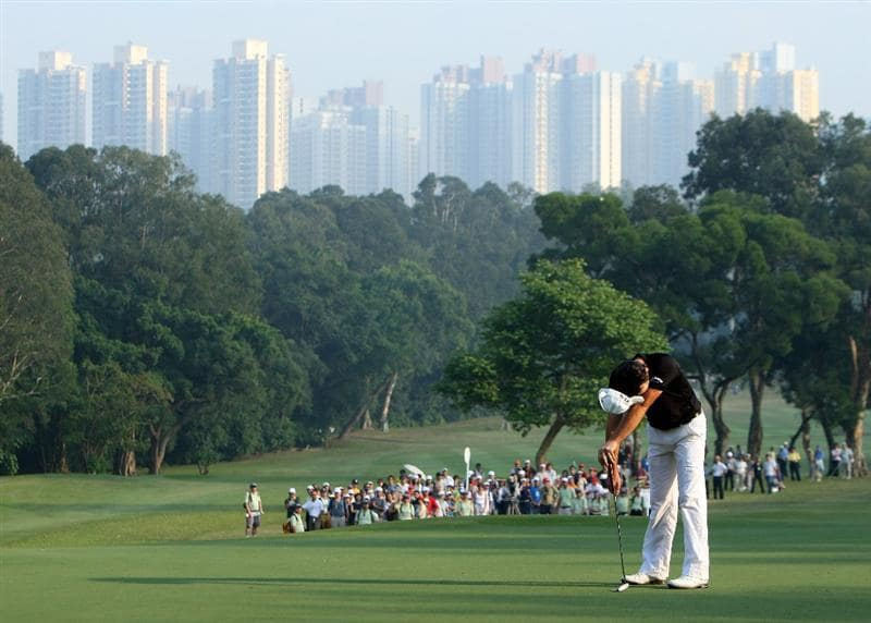HONG KONG, CHINA - NOVEMBER 23:  Oliver Wilson of England reacts to his missed putt on the 14th hole during the final round of the UBS Hong Kong Open at the Hong Kong Golf Club on November 23, 2008 in Fanling, Hong Kong.  (Photo by Stuart Franklin/Getty Images)