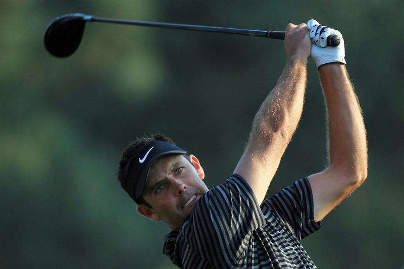 AUGUSTA, GA - APRIL 10:  Charl Schwartzel of South Africa watches his tee shot on the 18th hole during the final round of the 2011 Masters Tournament at Augusta National Golf Club on April 10, 2011 in Augusta, Georgia.  (Photo by David Cannon/Getty Images)