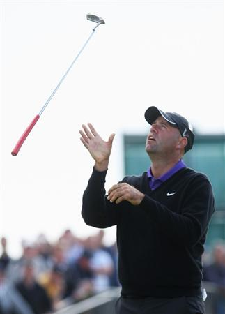 TURNBERRY, SCOTLAND - JULY 18:  Stewart Cink of USA reacts to a missed birdie putt on the 18th green during round three of the 138th Open Championship on the Ailsa Course, Turnberry Golf Club on July 18, 2009 in Turnberry, Scotland.  (Photo by Andrew Redington/Getty Images)