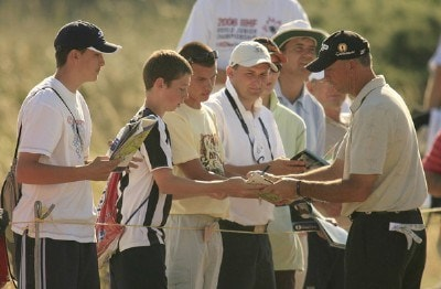 Tom Lehman signs autographs during practice prior to the 135th British Open Championship at Royal Liverpool Golf Club in Hoylake, Great Britain on July 19, 2006.Photo by Pete Fontaine/WireImage.com