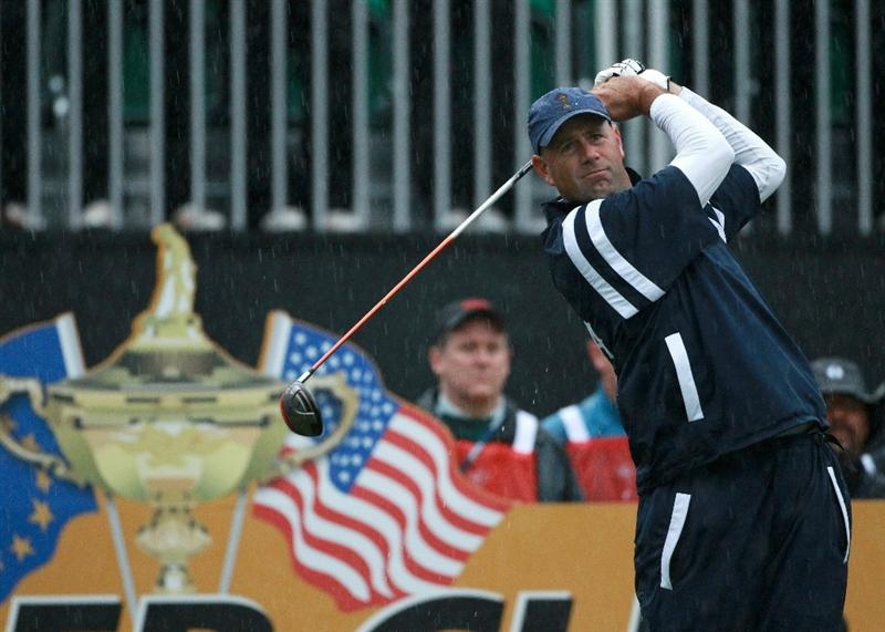 NEWPORT, WALES - OCTOBER 01:  Stewart Cink of the USA hits his tee shot on the first on the first hole during the Morning Fourball Matches during the 2010 Ryder Cup at the Celtic Manor Resort on October 1, 2010 in Newport, Wales.  (Photo by Andrew Redington/Getty Images)
