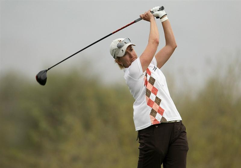 PHOENIX, AZ - MARCH 20:  Karrie Webb hits her tee shot ont the 18th hole during the final round of the RR Donnelley LPGA Founders Cup at Wildfire Golf Club on March 20, 2011 in Phoenix, Arizona.  (Photo by Stephen Dunn/Getty Images)