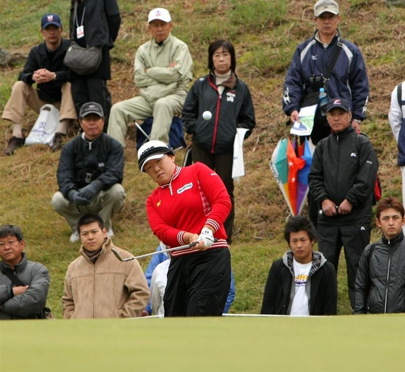 SHIMA, JAPAN - NOVEMBER 09: Ji-Yai Shin of South Korea chips to the 6th green during the final round of 2008 Mizuno Classic at Kintetsu Kashikojima Country Club on November 9, 2008 in Shima, Mie, Japan. (Photo by Koichi Kamoshida/Getty Images)
