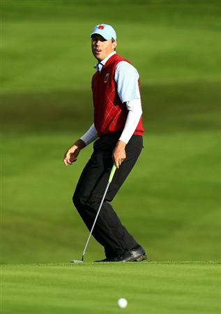 NEWPORT, WALES - OCTOBER 03:  Matt Kuchar of the USA misses a birdie putt on the 16th green during the  Fourball & Foursome Matches during the 2010 Ryder Cup at the Celtic Manor Resort on October 3, 2010 in Newport, Wales. (Photo by Andy Lyons/Getty Images)