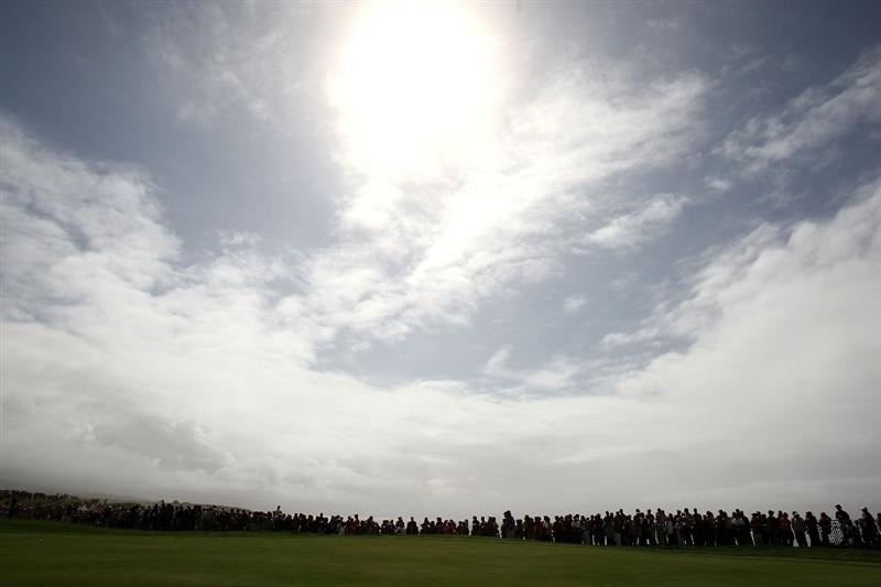 HALF MOON BAY, CA - OCTOBER 04:  Fans line tot 18th green during the third round of the Samsung World Championship at the Half Moon Bay Golf Links Ocean Course on October 4, 2008 in Half Moon Bay, California.  (Photo by Jonathan Ferrey/Getty Images)