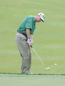 Steve Flesch chips onto the 17th green during the second round of The Memorial at Muirfield Village Golf Club in Dublin, Ohio on June 3, 2005.Photo by Al Messerschmidt/WireImage.com