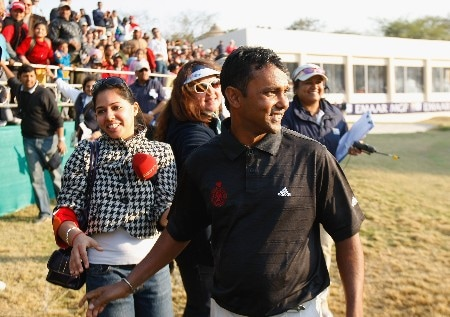 DELHI, INDIA - FEBRUARY 10:  S.S.P. Chowrasia of India celebrates his winning putt during the final round of the Emaar-MGF Indian Masters at the Delhi Golf Club, on February 10, 2008 in Delhi, India.  (Photo by Stuart Franklin/Getty Images)