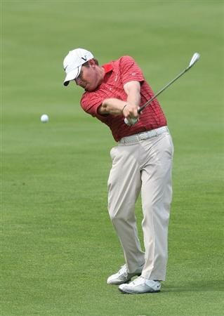 CROMWELL, CT - JUNE 26:  Justin Leonard makes an approach shot during round two of the 2009 Travelers Championship at TPC River Highlands on June 26, 2009 in Cromwell, Connecticut. (Photo by Jim Rogash/Getty Images)