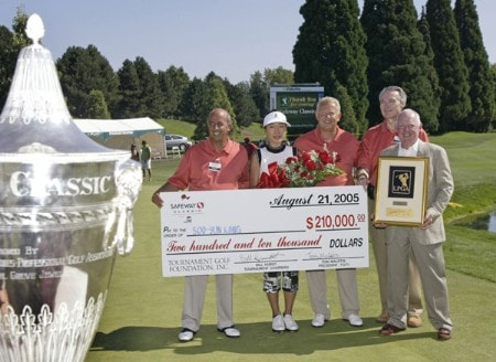 Tournament champion Soo-Yun Kang accepts her first place check. Kang won her first LPGA event at 15 under par. Shooting a 64, 68, 69 at the 2005 Safeway Classic held at Columbia Edgewater Country Club, Sunday,  August 21, 2005.Photo by Allan Campbell/WireImage.com