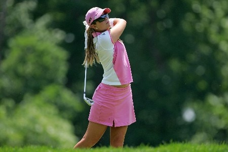 HAVRE DE GRACE, MD - JUNE 07: Paula Creamer hits her tee shot on the par 3 17th hole during the first round of the McDonalds LPGA Championship at Bulle Rock golf course on June 7, 2007 in Havre de Grace, Maryland.  (Photo by Andy Lyons/Getty Images)