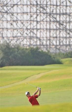 SAN ANTONIO,TX - OCTOBER 10: Kevin Streelman hits his approach shot into the 8th green during the second round of the Valero Texas Open  held at La Cantera Golf Club on October 10, 2008 in San Antonio, Texas  (Photo by Marc Feldman\Getty Images)