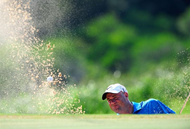KAPALUA, HI - JANUARY 09:  Stewart Cink plays a shot on the 9th hole during the third round of the SBS Championship at the Plantation course on January 9, 2010 in Kapalua, Maui, Hawaii.  (Photo by Sam Greenwood/Getty Images)