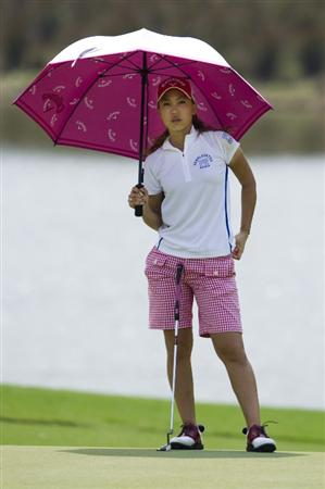 CHON BURI, THAILAND - FEBRUARY 19:  Momoko Ueda of Japan shelters from the sun under her umbrella on the 8th green during round two of the Honda LPGA Thailand at the Siam Country Club on February 19, 2010 in Chon Buri, Thailand.  (Photo by Victor Fraile/Getty Images)