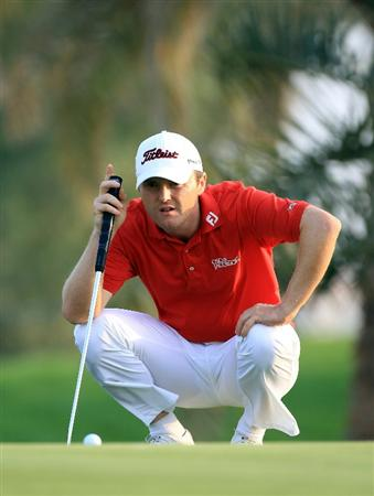 BAHRAIN, BAHRAIN - JANUARY 27:  Michael Hoey of Ireland putting at the 9th hole during the first round of the 2011 Volvo Champions held at the Royal Golf Club on January 27, 2011 in Bahrain, Bahrain.  (Photo by David Cannon/Getty Images)