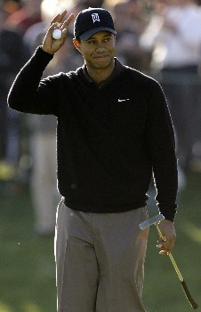 THOUSAND OAKS, CA - DECEMBER 14:  Tiger Woods waves to the crowd after sinking a birdie on the 18th green to end the day with a course record 10 under par during the second round of the Target World Challenge at the Sherwood Country Club on December 14, 2007 in Thousand Oaks, California.  (Photo by Danny Moloshok/Getty Images)