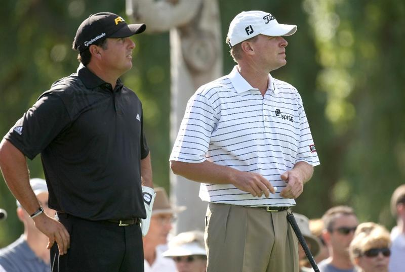 LA QUINTA, CA - JANUARY 25:  Pat Perez (L) and Steve Stricker wait to tee off on the second hole on the Palmer Private course at PGA West during the final round of the Bob Hope Chrysler Classic on January 25, 2009 in La Quinta, California.  (Photo by Stephen Dunn/Getty Images)