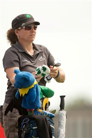SPRINGFIELD, IL - JUNE 10: Moira Dunn pulls a club from her golf bag during the first round of the LPGA State Farm Classic at Panther Creek Country Club on June 10, 2010 in Springfield, Illinois. (Photo by Darren Carroll/Getty Images)