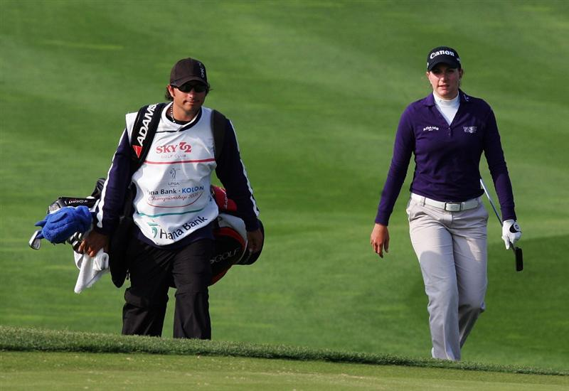 INCHEON, SOUTH KOREA - OCTOBER 31:  Brittany Lang of United States walks up to the green on the 18th hole during day one of the Hana Bank KOLON Championship at SKY 72 Golf Club Ocean course on October 31, 2008 in Icheon, South Korea.  (Photo by Chung Sung-Jun/Getty Images)