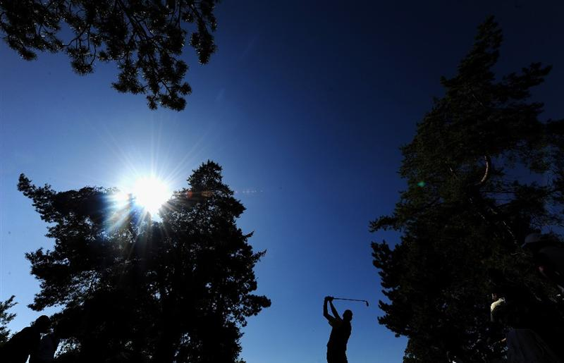 PARIS - SEPTEMBER 25:  Anders Hansen of the Continental Europe team plays his tee shot shot on the 12th hole during the second day fourball at The Vivendi Trophy with Severiano Ballesteros at Saint - Nom - La Breteche golf course on September 25, 2009 in Paris, France.  (Photo by Stuart Franklin/Getty Images)