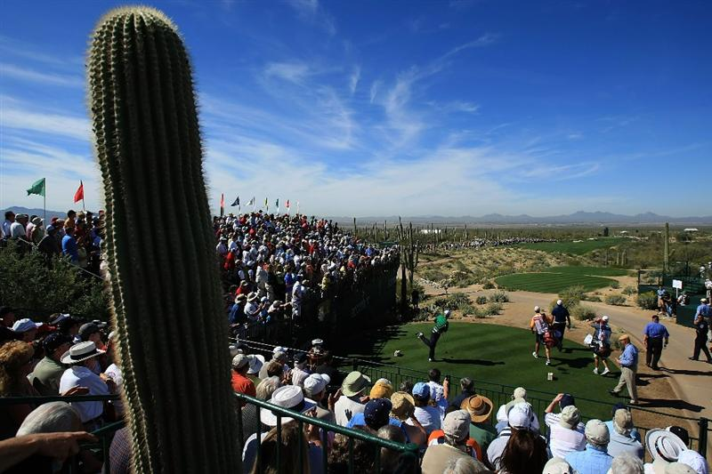 MARANA, AZ - FEBRUARY 27:  Stewart Cink watches his tee shot on the first hole during the third round of the Accenture Match Play Championship at the Ritz-Carlton Golf Club at Dove Mountain on February 27, 2009 in Marana, Arizona.  (Photo by Scott Halleran/Getty Images)