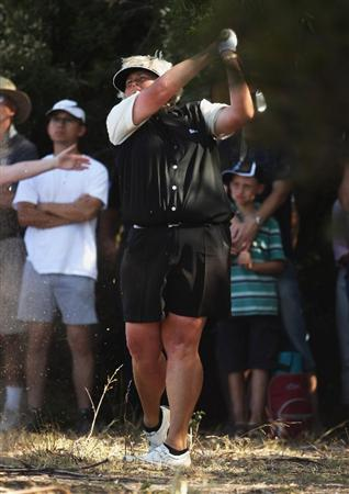 MELBOURNE, AUSTRALIA - FEBRUARY 15:  Laura Davies of England plays her approach shot on the 18th during day four of the 2009 Women's Australian Open held at the Metropolitan Golf Club on February 15, 2009 in Melbourne, Australia.  (Photo by Mark Dadswell/Getty Images)