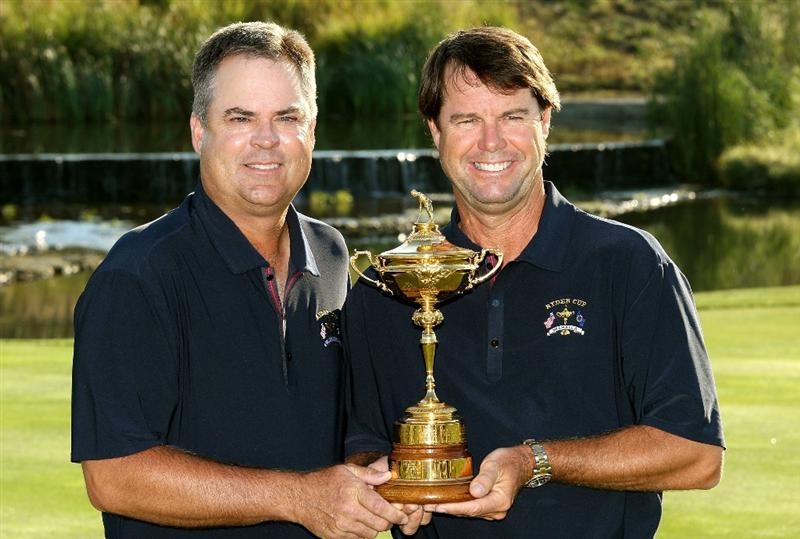LOUISVILLE, KY - SEPTEMBER 17:  Kenny Perry of the USA team (L) poses with team captain Paul Azinger during the USA team photo shoot prior to the 2008 Ryder Cup at Valhalla Golf Club on September 17, 2008 in Louisville, Kentucky.  (Photo by David Cannon/Getty Images)