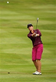 SUNNINGDALE, UNITED KINGDOM - JULY 31:  Annika Sorenstam of Sweden chips onto the 10th green during the first round of the 2008 Ricoh Women's British Open held on the Old Course at Sunningdale Golf Club on July 31, 2008 in Sunningdale, England.  (Photo by Warren Little/Getty Images)
