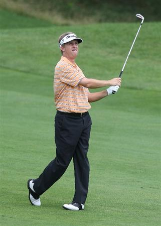 CROMWELL, CT - JUNE 27: David Toms makes an approach shot during round three of the 2009 Travelers Championship at TPC River Highlands on June 27, 2009 in Cromwell, Connecticut. (Photo by Jim Rogash/Getty Images)