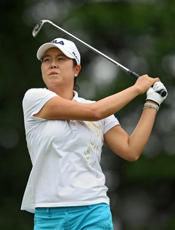 HAVRE DE GRACE, MD - JUNE 11: Hee-Won Han of South Korea hits her tee shot on the third hole during the first round of the McDonald's LPGA Championship at Bulle Rock Golf Course on June 11, 2009 in Havre de Grace, Maryland. (Photo by Drew Hallowell/Getty Images)