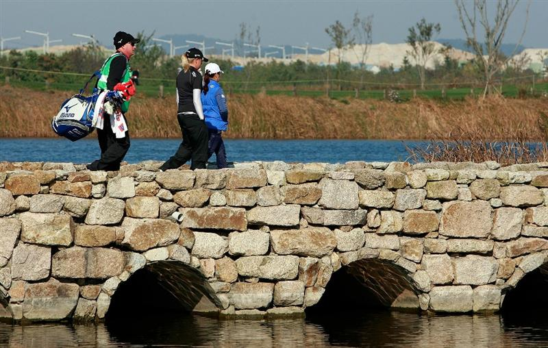 INCHEON, SOUTH KOREA - OCTOBER 29:  Brittany Lincicome of United States and Kim In-Kyung of South Korea on the first hole during the 2010 LPGA Hana Bank Championship at Sky 72 golf club on October 29, 2010 in Incheon, South Korea.  (Photo by Chung Sung-Jun/Getty Images)